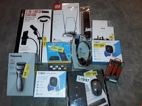 Lot 4549 LARGE QUANTITY OF ASSORTED TECH ITEMS TO INCLUDE 3IN1 MEDIA STATION,TAPO SECURITY CAMERAS AND VARIOUS CABLES