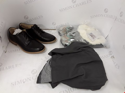 Lot 801 BOX OF APPROXIMATELY 18 ASSORTED DESIGNER CLOTHING AND ACCESSORY ITEMS TO INCLUDE MUKLUKS SLIPPERS, CLARKS BLACK FAUZ LEATHER SHOES, DESIGNER GREY SKIRT ETC