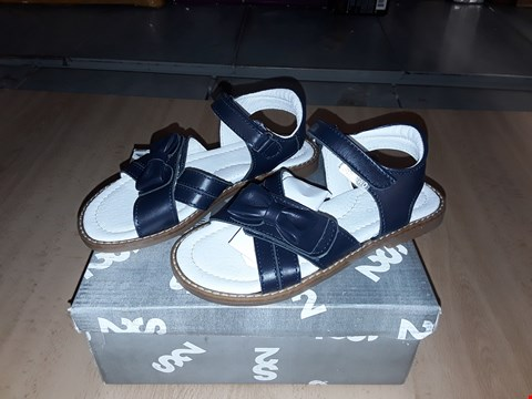 Lot 12498 BOXED STEP2WO CAITLIN NAVY LEATHER BOW DETAIL SANDALS UK SIZE 11.5 JUNIOR