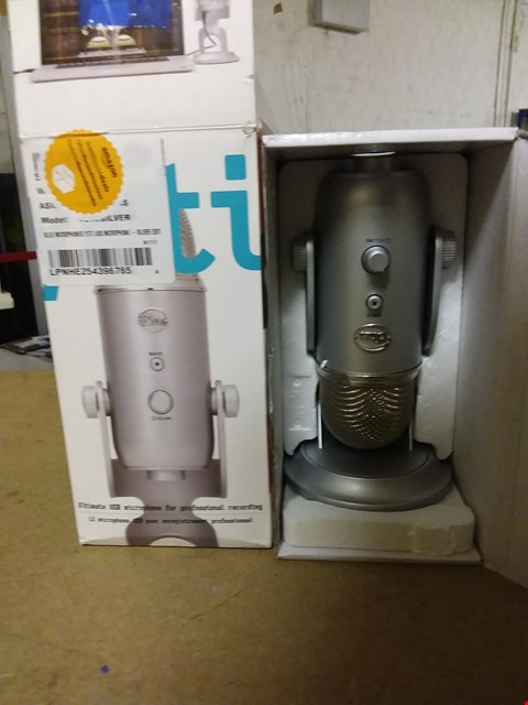 Lot 823 BLUE MICROPHONE YETI  USB MICROPHONE
