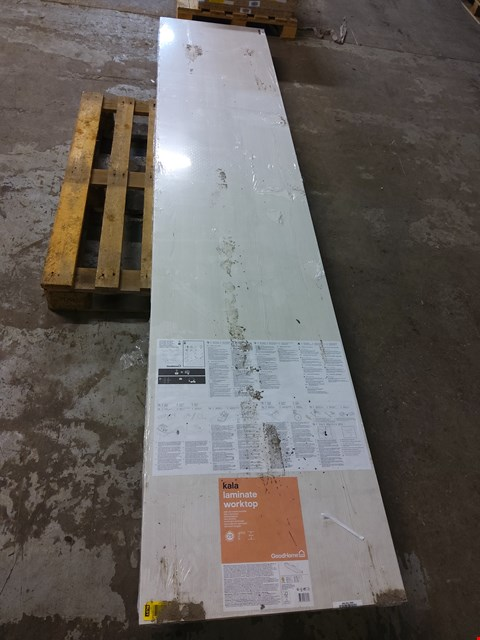Lot 9092 KALA LAMINATE WORKTOP APPROXIMATELY 3M