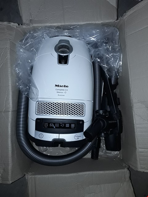Lot 627 MIELE COMPLETE C3 SILENCE ECOLINE BAGGED VACUUM CLEANER, 500 W, 4.5 LITRE, WHITE