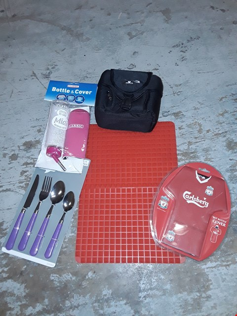 Lot 2604 BOX OF ASSORTED ITEMS TO INCLUDE NON SLIP MATT, CUTLERY SET, CAMERA BAG