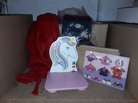 Lot 4027 BOX OF ASSORTED CHILDRENS ITEMS & CHRISTMAS ITEMS INCLUDING STOCKING, TOYS, DECORATIONS, UNICORN CHAIR