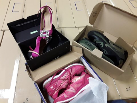 Lot 22 1X BOX OF APPROXIMATELY 8 ITEMS OF FOOTWEAR TO INCLUDE; RACHEL EMBELLISHED POINT COURT SHOE, MOONLIGHT EMBELLISHED LOW WEDGE SANDAL, ASICS GEL NIMBUS 20, ASICS GT 2000, NIKE AIR MAX 90, HEAD OVER HEEL RRP £739