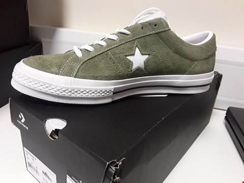 Lot 3387 BOXED PAIR CONVERSE ONE STAR OX FIELD SURPLUS/WHITE LACED TRAINERS SIZE UK 11