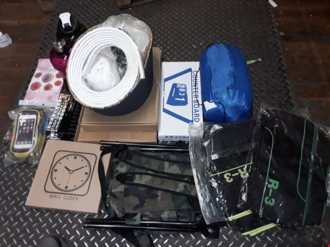 Lot 4449 LOT OF APPROXIMATELY 20 ASSORTED HOMEWARE ITEMS TO INCLUDE CAMO PRINT COLLAPSIBLE STOOLS, COUNTER BOARD, WALL CLOCK AND SPORTS WATER BOTTLES
