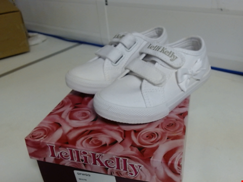 Lot 3036 BRAND NEW LELLI KELLY GIRLS LILY TRAINERS SIZE 10