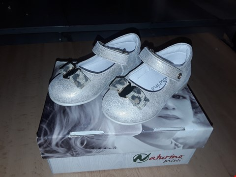 Lot 12251 BOXED NATURINO MINI CHILDRENS PLATINUM HEART DETAIL VELCRO SHOES UK CHILDRENS SIZE 6