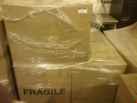 Lot 4072 PALLET OF APPROXIMATELY 334 ASSORTED CLOTHING AND ACCESSORY ITEMS, INCLUDING HANDBAGS, SHOES AND OUTWEAR