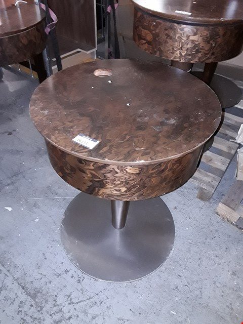 Lot 1033 DESIGNER DECO INFLUENCED WALNUT VENEER ROUND SIDE TABLE WITH ROTATING TOP