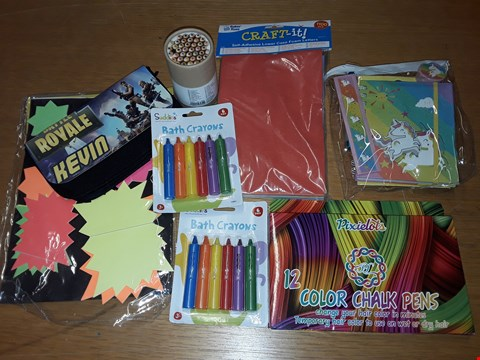 Lot 226 LOT OF APPROXIMATELY 8 ASSORTED ARTS AND CRAFT ITEMS TO INCLUDE BATH CRAYONS, COLOUR CHALK PENS AND STICKY LABELS