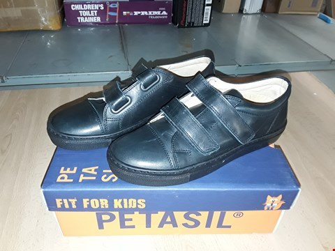 Lot 12338 BOXED PETASIL POSE BLACK LEATHER VELCRO STRAP SHOES UK SIZE 2.5