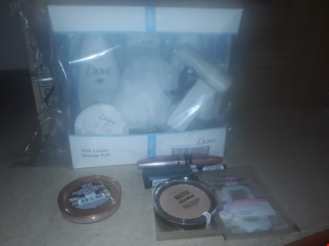 Lot 2279 LOT OF 3 HEALTH & BEAUTY ITEMS TO INCLUDE MAYBELLINE BRONZING POWDER, MAYBELLINE GLOW IN THE DARK ALL NIGHT MAKE UP KIT AND DOVE CLASSIC BEAUTY COLLECTION GIFT SET RRP £75