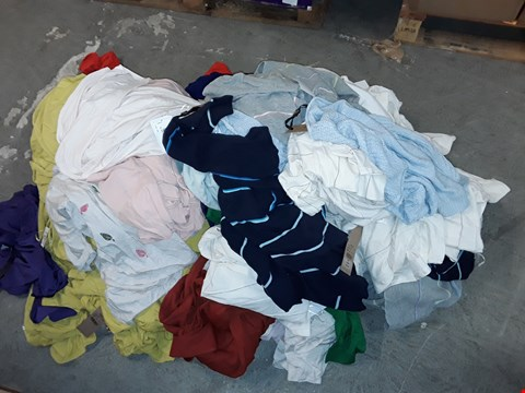 Lot 308 LOT OF APPROXIMATELY 85 ASSORTED CLOTHING ITEMS IN VARIOUS SIZES