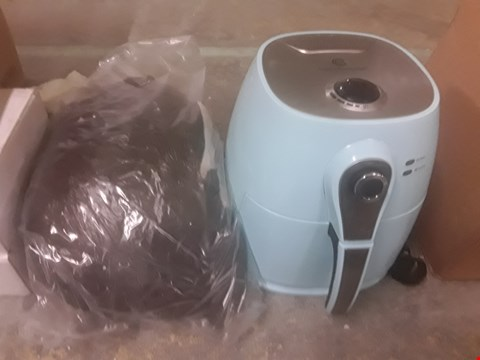 Lot 2292 2 ITEMS INCLUDING COOKS ESSENTIALS AIRFRYER AMD HEATED THROW