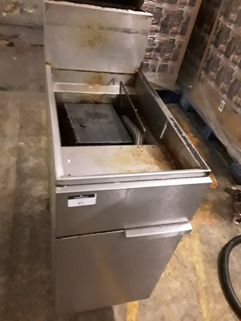 Lot 1 COMMERCIAL STAINLESS STEEL GAS FRYER