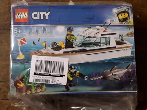 Lot 2368 LOT OF 2 GRADE 1 LEGO ITEMS TO INCLUDE LEGO SPEED CHAMPIONS PACK AND LEGO CITY DIVING YACHT RRP £40