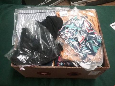 Lot 2073 LOT OF APPROXIMATELY 30 ITEMS TO INCLUDE DRESS FROM ROSEGAL, YOINS, CBR ETC