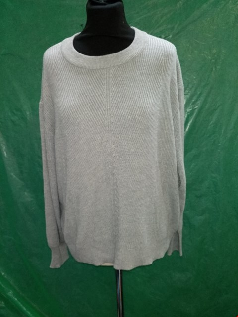 Lot 4131 GREY KNITTED JUMPER - SIZE LARGE