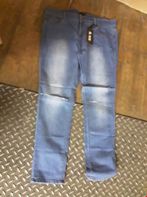 Lot 93 A BAGGED PAIR OF ESSENTIAL SKINNY JEAN'S  SIZE 20/31