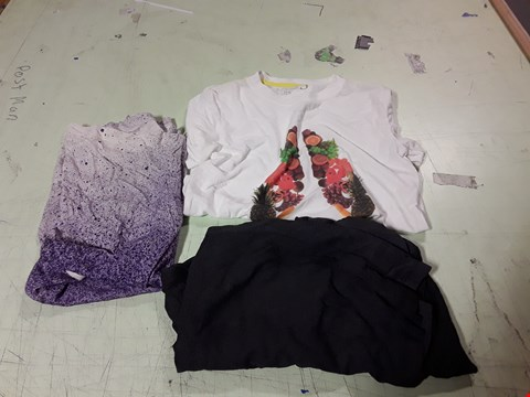 Lot 1743 LOT OF APPROXIMATELY 10 ASSORTED DESIGNER CLOTHING ITEMS TO INCLUDE A CHARCOAL T-SHIRT, A WHITE T-SHIRT WITH FRUIT PRINT, A PURPLE/WHITE VEST ETC