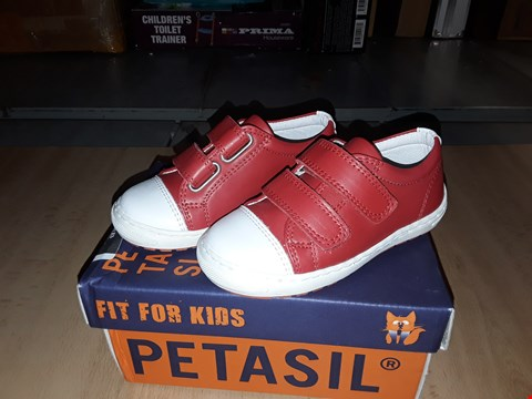 Lot 12513 BOXED PETASIL POSE RED LEATHER VELCRO TRAINERS UK SIZE 5.5 JUNIOR