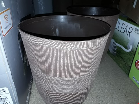Lot 3374 BOXED PAIR OF SAND THATCHED PLANTERS RRP £12.99