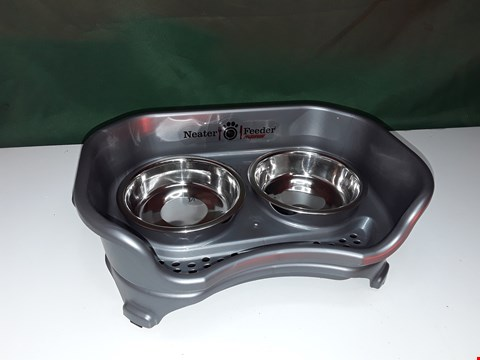 Lot 332 NEATER FEEDER EXPRESS CAT FOOD & WATER BOWLS