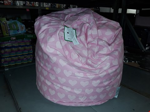 Lot 2185 TEXTILE WAREHOUSE PINK HEART SMALL BEAN BAG