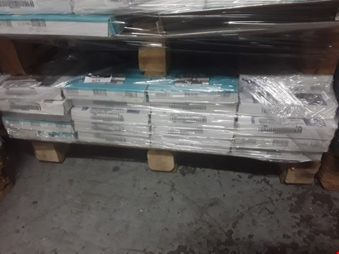 Lot 924 PALLET OF APPROXIMATELY 20 PACKS OF ASSORTED LAMINATE FLOORING