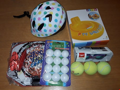 Lot 225 LOT OF APPROXIMATELY 8 ASSORTED OUTDOOR TOYS TO INCLUDE BABY INFLATABLE, POLKA DOT HELMET AND TABLE TENNIS BALLS