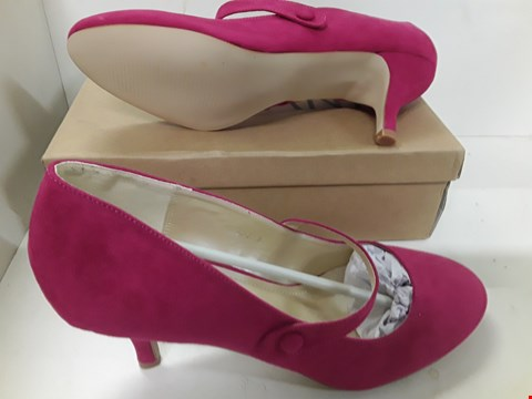 Lot 4084 PAIR OF DESIGNER FUSCHIA PINK LADIES SHOES SIZE UK 8