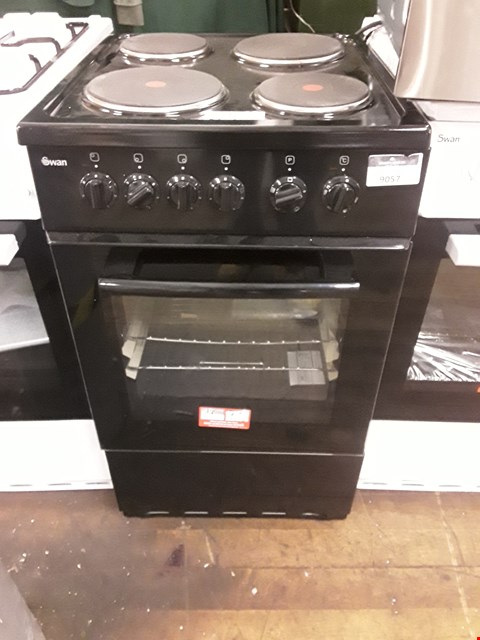 Lot 9057 SWAN SX1011B BLACK 50CM ELECTRIC COOKER RRP £389.00