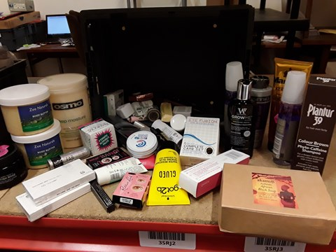 Lot 9043 TRAY OF APPROXIMATELY 44 ASSORTED BEAUTY ITEMS INCLUDING, PLANTUR 39, AFTICAN BLACK SOAP, BODY BUTTER, VACIAL GELS, EYE CARE SET, EYELASHES,  (TRAY NOT INCLUDED)