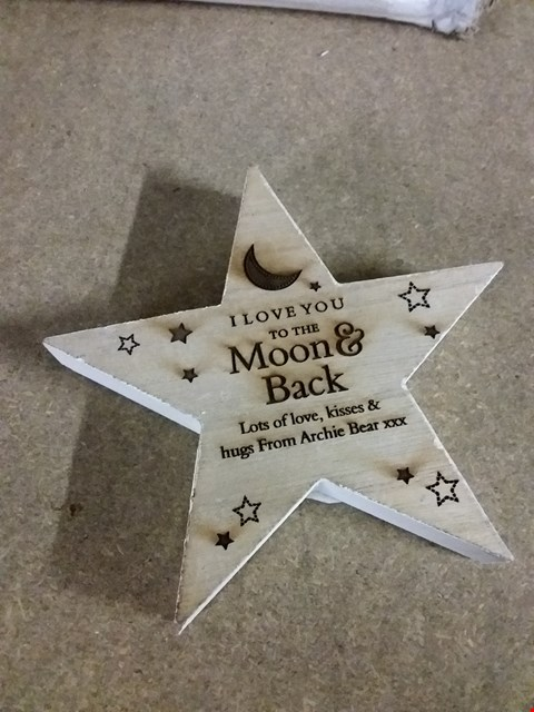 Lot 428 PERSONALISED WOODEN STAR ORNAMENT