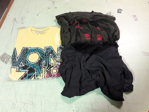 Lot 1767 LOT OF APPROXIMATELY 10 ASSORTED DESIGNER CLOTHING ITEMS TO INCLUDE A YELLOW VON ZIPPER PRINT T-SHIRT M, A NIXON CHARCOAL T-SHIRT, A NIXON CIRCLE PRINT GREEN T-SHIRT M ETC