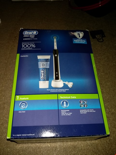 Lot 299 ORAL B PRO 650 CROSS ACTION TOOTHBRUSH IN BLACK