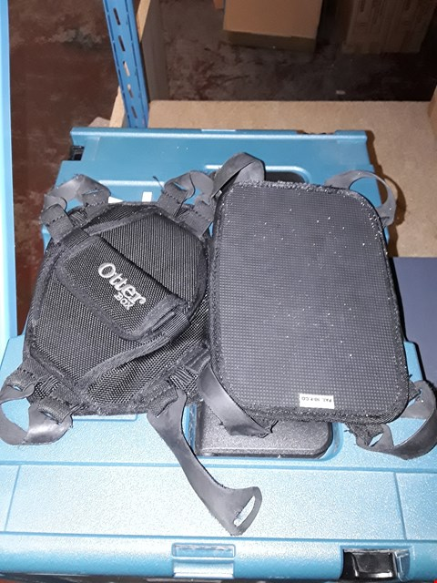 Lot 785 LOT OF 2 OTTERBOX SMALL TABLET CASES