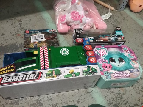 Lot 11068 LOT OF 5 ASSORTED TOYS TO INCLUDE TEAMSTERZ GARBAGE TRUCK, LEGO 75950 AND SCRUFF A LUVS