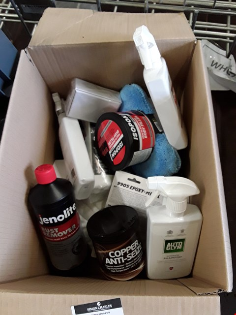 Lot 49 BOX VALETING & CAR CARD ITEMS, INVLUDING AUTO GLYM PRODUCTS, COPPER GREASE, CLOTHS, POLISHING SPONGES, ISOPON REPSIR KIT, RUST REMOVER,