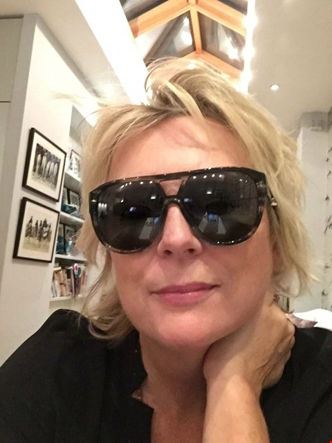 Lot 43 SHADES DONATED BY ENGLISH ACTRESS AND COMEDIENNE JENNIFER SAUNDERS