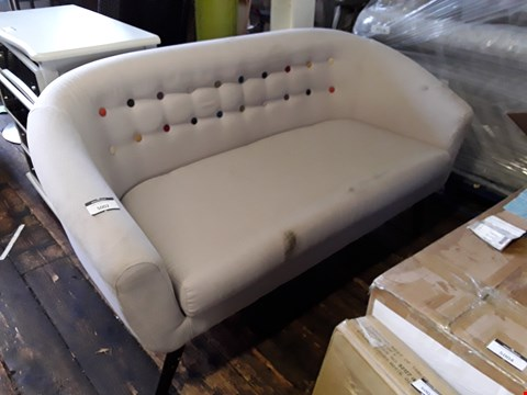 Lot 5002 DESIGNER GREY FABRIC TUB SOFA WITH BUTTON DETAILING