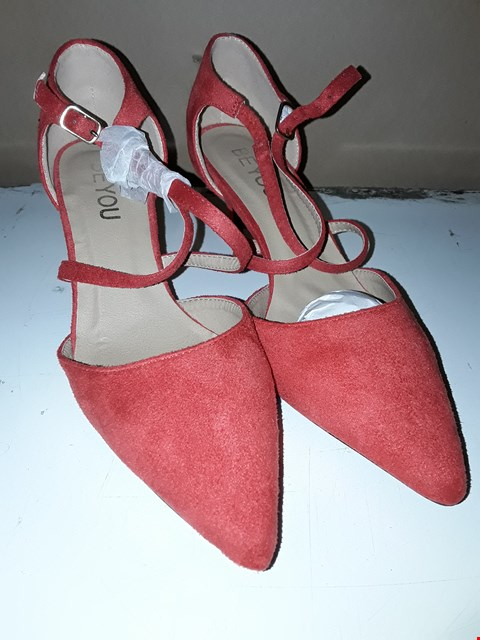 Lot 1822 4 BOXED PAIRS OF RED NEW SUEDE HIGH HEEL SHOES SIZE 4