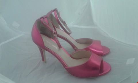 Lot 2064 PAIR OF DOROTHY PERKINS HEELED SHOES SIZE 6