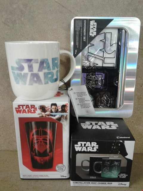Lot 490 4 BRAND NEW STARS WARS ITEMS TO INCLUDE MUG , HEAT CHANGE MUG , DARTH VADER COLOUR CHANGE GLASS AND STATIONARY SET