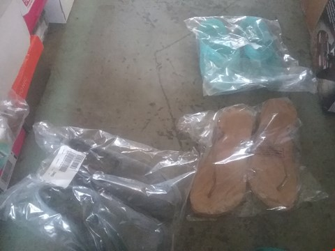 Lot 2426 LOT OF APPROXIMATELY 5 ASSORTED ITEMS OF FOOTWEAR TO INCLUDE NOOSA FLIP FLOPS AND SKETCHERS CLASSIC FIT SHOES