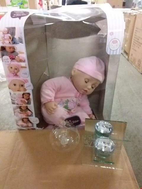 Lot 2079 LOT OF 3 ASSORTED HOMEWARD ITEMS INCLUDES BABY ANNABELLE, PERSONALISED ANGEL BAUBLE AND TEA LIGHT HOLDER RRP £105