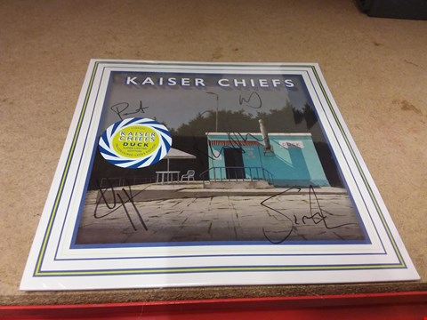 """Lot 8269 SIGNED KAISER CHIEFS DUCK TRI-COLOURED LEEDS EDITION 12"""" VINYL RECORD"""