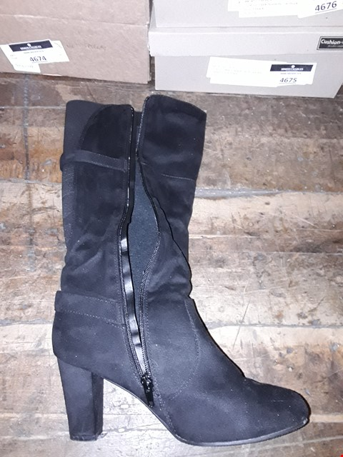 Lot 1308 CUSHION WALK SUEDETTE TALL BUCKLE BOOTS SIZE 7